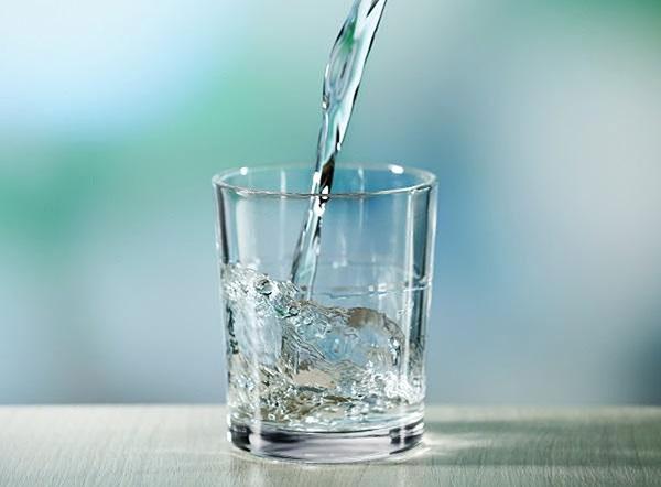 Uống đủ nước là bước quan trọng khi áp dụng Master Cleanse