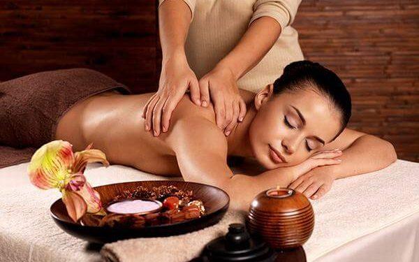 Massage không chỉ giúp bạn được thư giản, thoải mái mà còn là một phương pháp trị liệu phục hồi sức khỏe dành cho mọi lứa tuổi