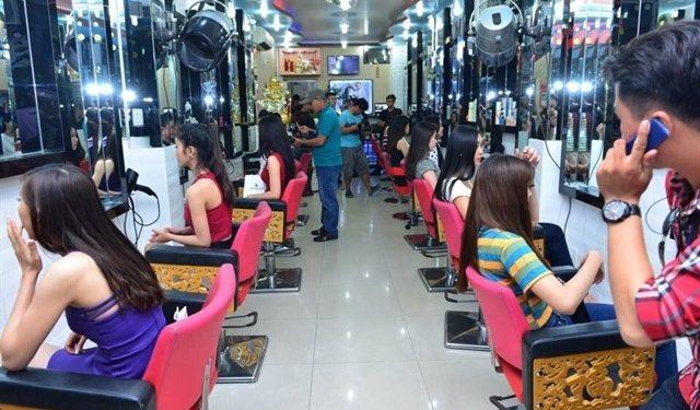 Salon tóc cắt, uốn, tạo mẫu tóc Tuấn Hà Lan là một thương hiệu đồng hành cùng mái tóc Việt Nam hơn 20 năm